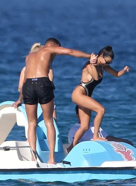 Kourtney Kardashian et Younes Bendjima ont été aperçus au large de Saint-Tropez