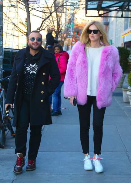 Chiara Ferragni se promène avec son ami Fabio Maria Damato à Manhattan, le 28 novembre 2017.