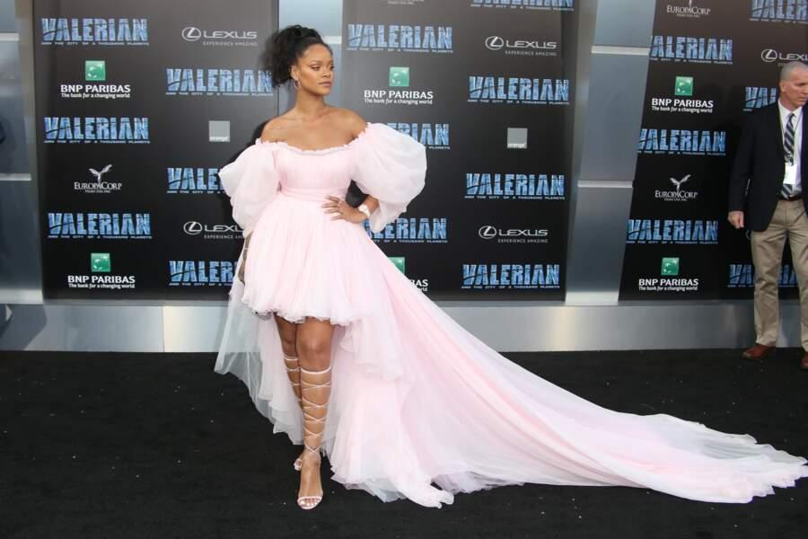 La spartiate devient soulier de verre avec Rihanna et sa robe impériale.