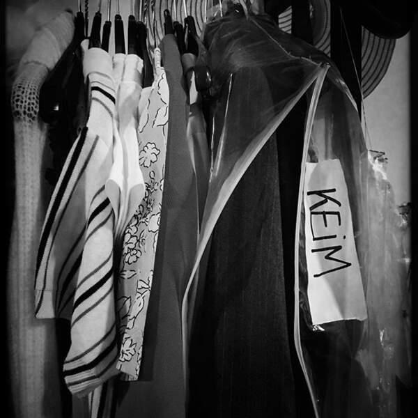 """Claire Keim a partagé une photo de son dressing, dans les coulisses du spectacle """"Le Monde des Enfoirés"""""""