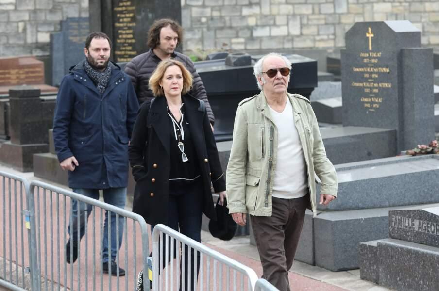 Agnès Soral, Maxime Le Forestier et ses fils Philippe et Arthur lors des obsèques de Véronique Colucci