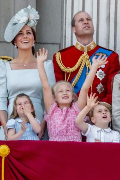 L'espiègle Savannah Phillips aux côtés du duc et de la duchesse de Cambridge