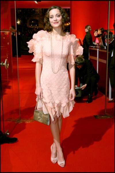 Marion Cotillard opte pour le charme rétro de cette robe Jean-Paul Gaultier lors des César en 2008