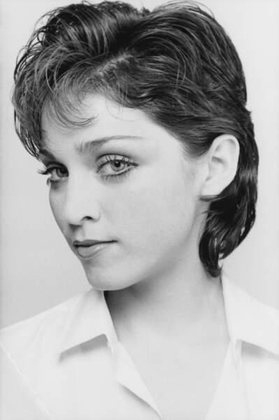 Cheveux bruns courts et nuque longue :  le look boyish de Madonna à ses débuts en 1979