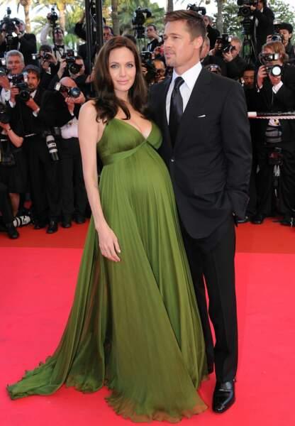 Angelina Jolie enceinte de ses jumeaux en 2008