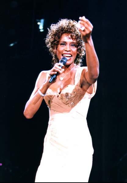 Whitney Houston est retrouvée inanimée par ses gardes du corps dans la baignoire d'un hôtel de Beverly Hills.