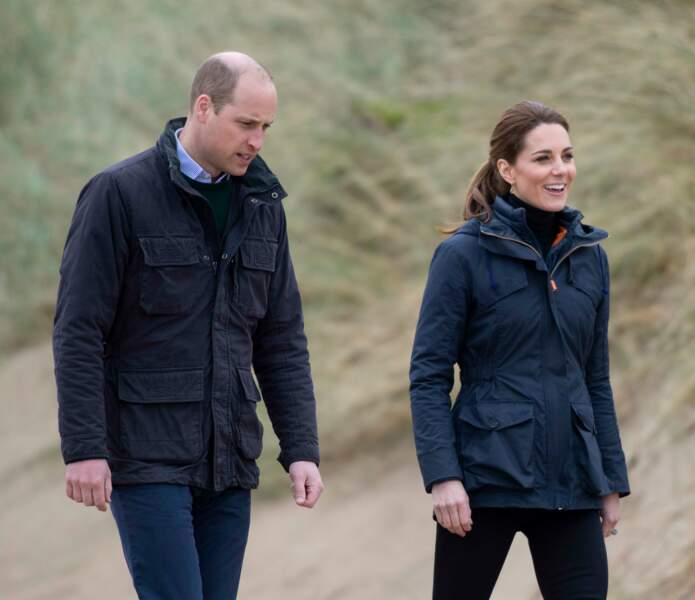 Arrivés sur la plage de Newborough, Kate Middleton et le prince William ont participé à son nettoyage