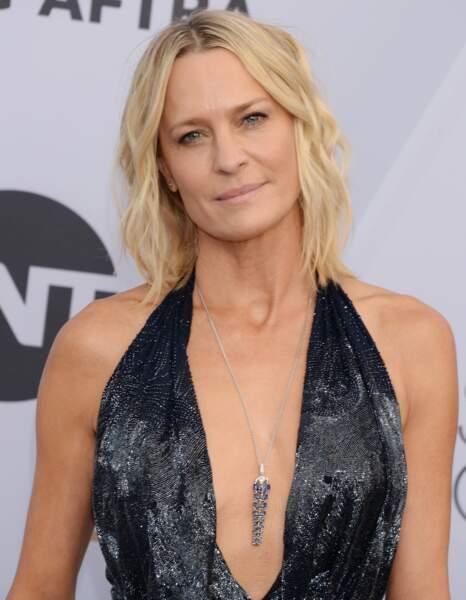 Robin Wright affiche un décolleté parfait lors de la soirée des Screen Actors Guild Awards à Los Angeles