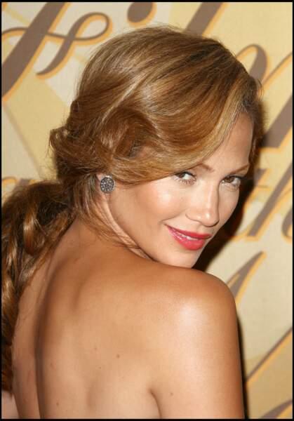 2006 : Jennifer Lopez a 37 ans et cultive la peau caramel et la tresse