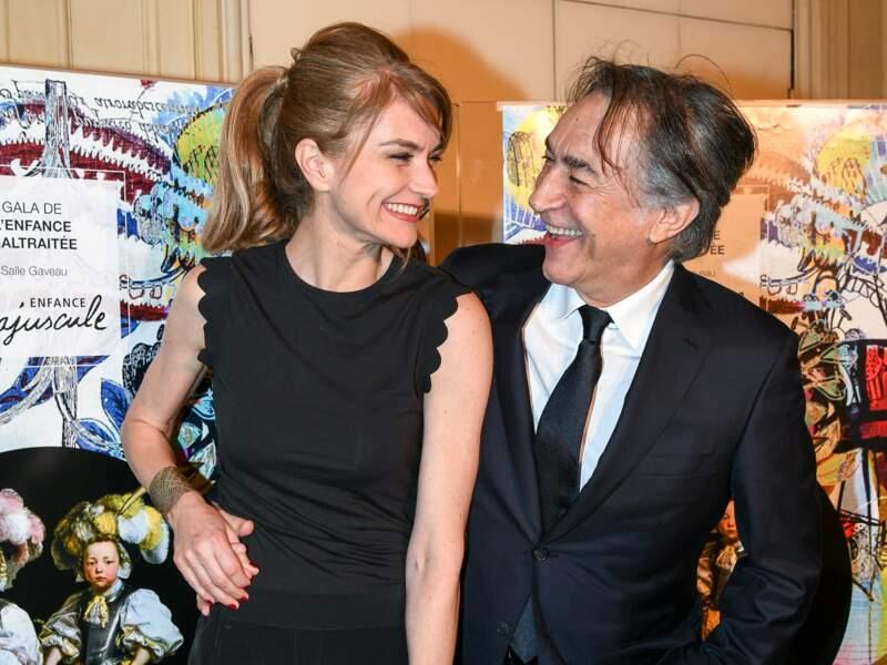 Pascale Louange et son mari Richard Berry très complices, lors du gala d'Enfance Majuscule en 2017