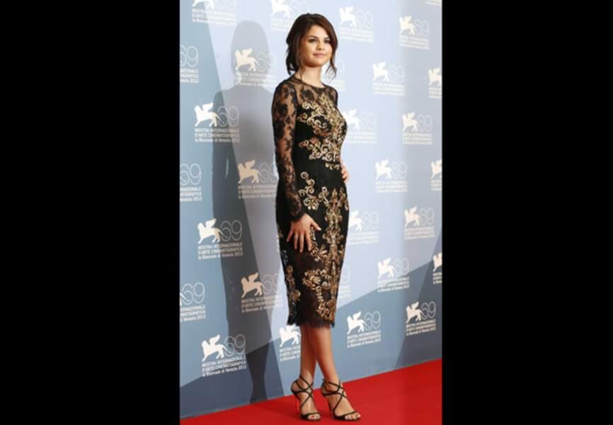 Selena Gomez, madone fatale Dolce & Gabbana