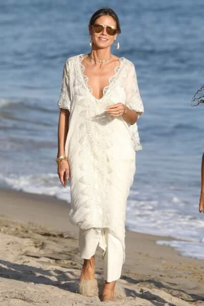A Miami, Heidi Klum aime marcher dans le sable... Son vernis ne craint rien, il est semi permanent