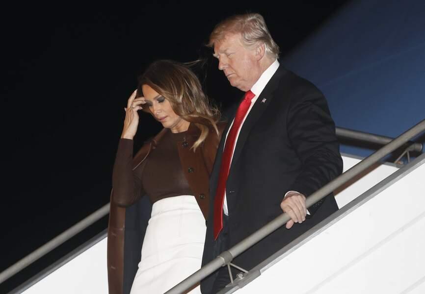 Melania Trump arrive pour le sommet du G20 avec une jupe droite et un manteau long