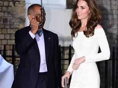 PHOTOS - Kate Middleton assume la sexy attitude dans une robe suggestive
