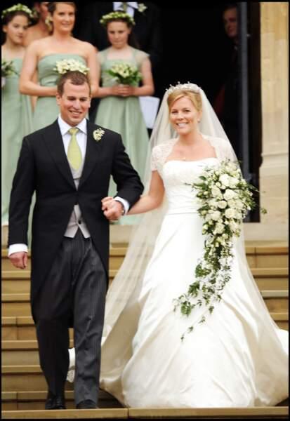 Peter Phillips (petit-fils d'Elizabeth II) et Autumn Kelly (en robe Sassi Holford) s'unissent à Windsor en 2008