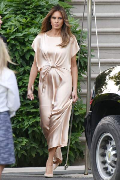 Melania Trump au gala annuel caritatif du théâtre Ford à Washington, le 4 juin 2017, portant une robe satinée nude parfaite.