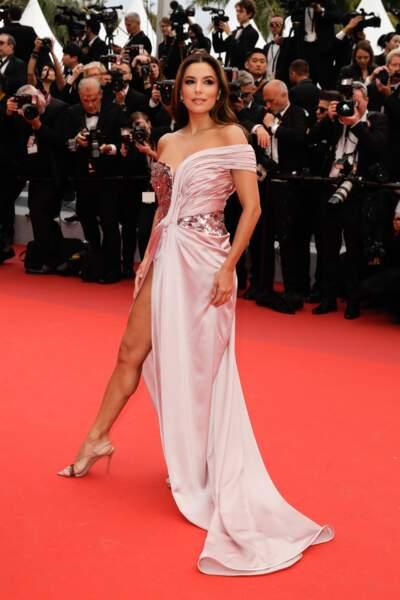 La superbe robe rose d' Eva Longoriadévoilait ses jambes fuselées... et musclées de jeune maman en pleine forme