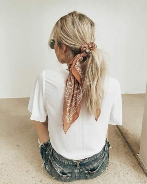 Plus tendance et plus joli, le bandana peut remplacer l'élastique cet été
