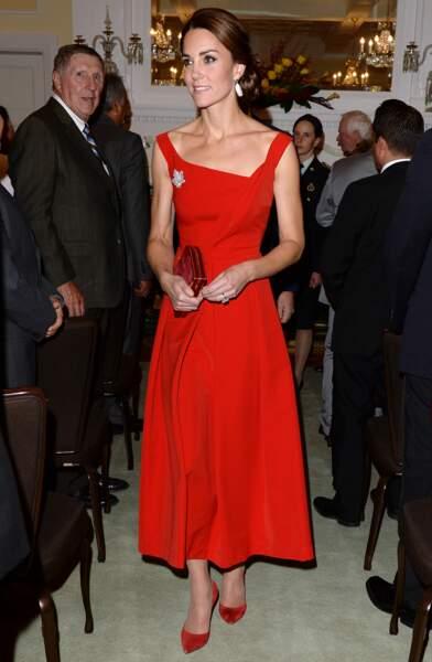 La robe rouge de Kate Middleton lors d'une réception à l'occasion d'un voyage officiel au Canada en 2016