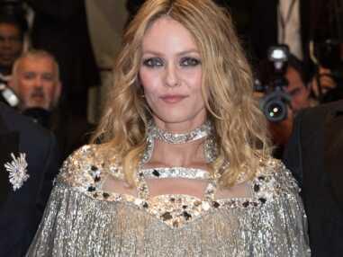 Photos - Vanessa Paradis lumineuse sur le tapis rouge de Cannes en total look Chanel