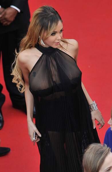 Nabilla et sa robe transparente lors du festival de Cannes en 2014