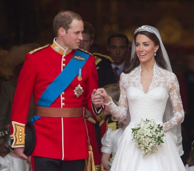 Kate Middleton (en robe Sarah Burton pour Alexander McQueen) et William lors de leur mariage le 29 avril 2011