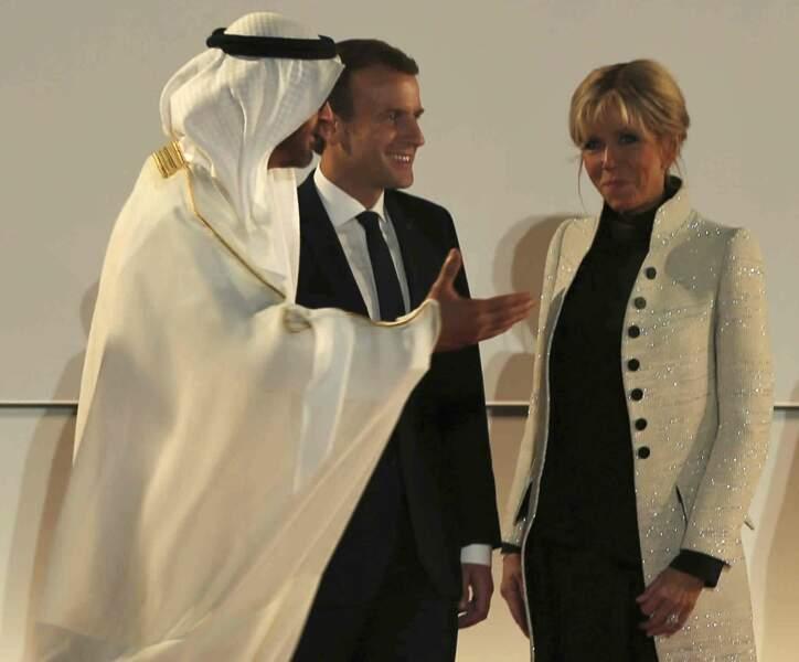 Emmanuel Macron et son épouse ont été accueillis par le prince d'Abu Dhabi.