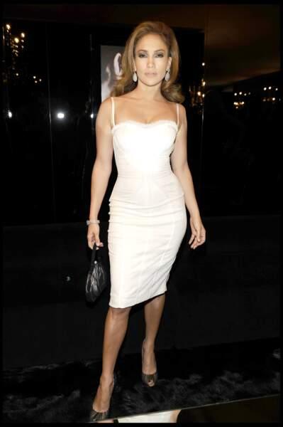 Jennifer Lopez en robe bustier à Milan en 2009