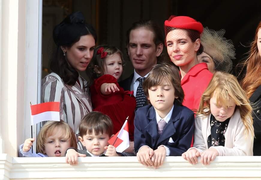 Andrea Casiraghi, sa femme et ses enfants prennent la pose aux côtés de Charlotte et ses neveux