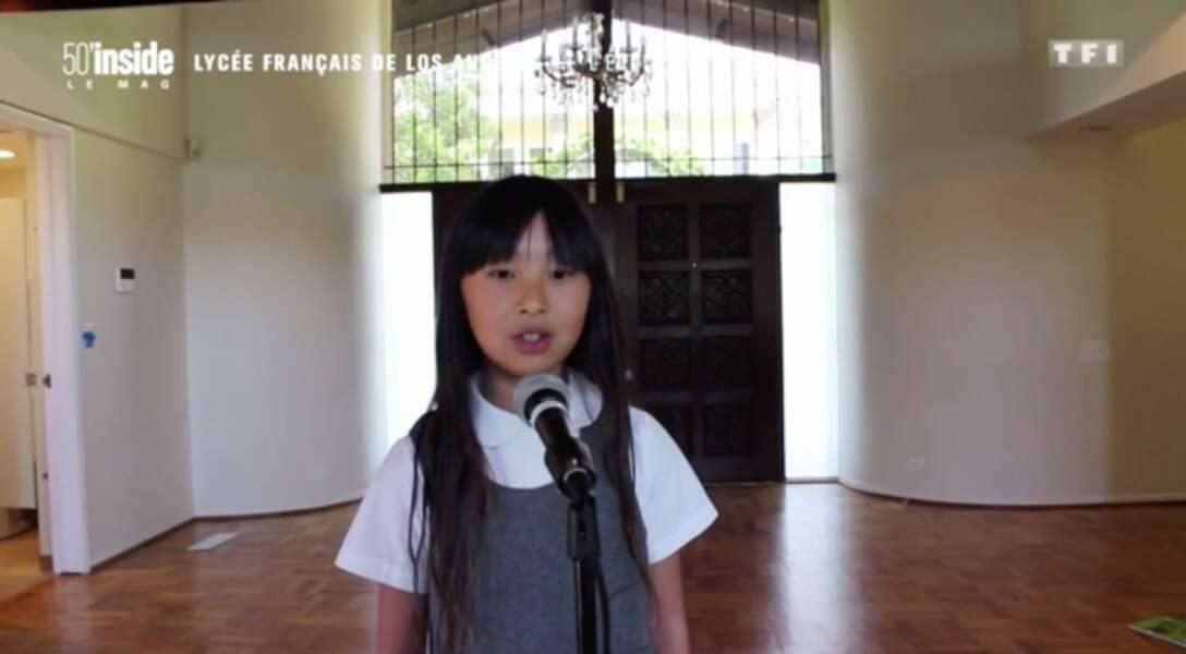 Jade Hallyday participe à la chorale de son école
