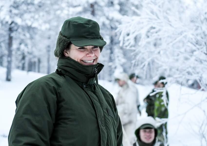 """En bonne suédoise, c'est avec joie que Victoria enfile sa tenue """"grand froid"""" et laisse son make-up au Palais"""