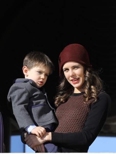 Charlotte Casiraghi et son fils Raphaël Elmaleh lors de la fête nationale monégasque le 19 novembre 2017