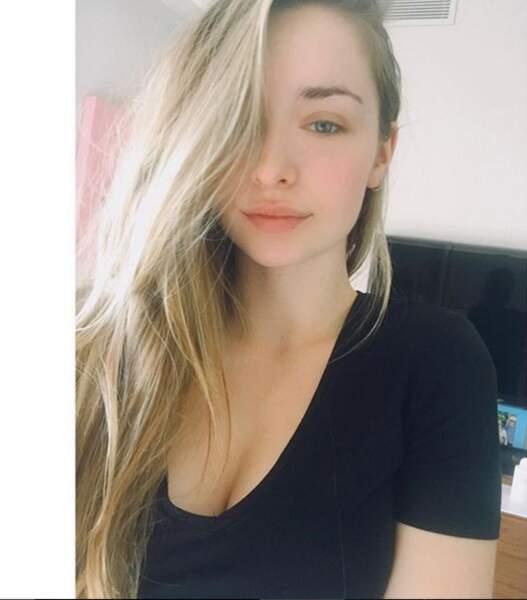 Emma Smet, une jeune femme naturelle et peu maquillée