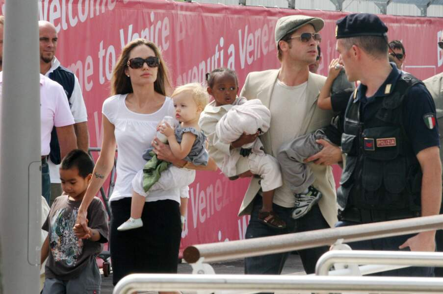 Brad Pitt, Angelina Jolie, Zahara, Pax, Maddox et Shiloh à Venise en 2007
