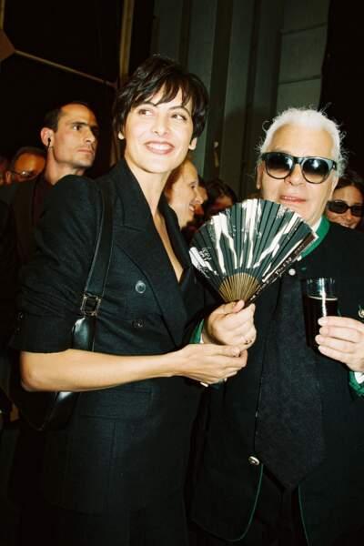 Karl Lagerfeld et Inès de la Fressange au défilé Chanel en 1999 à Paris