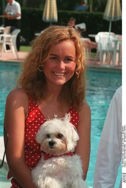 En 1996 à Cannes (avec son bichon maltais), son teint est naturellement sublimé par de jolies tâches de rousseur