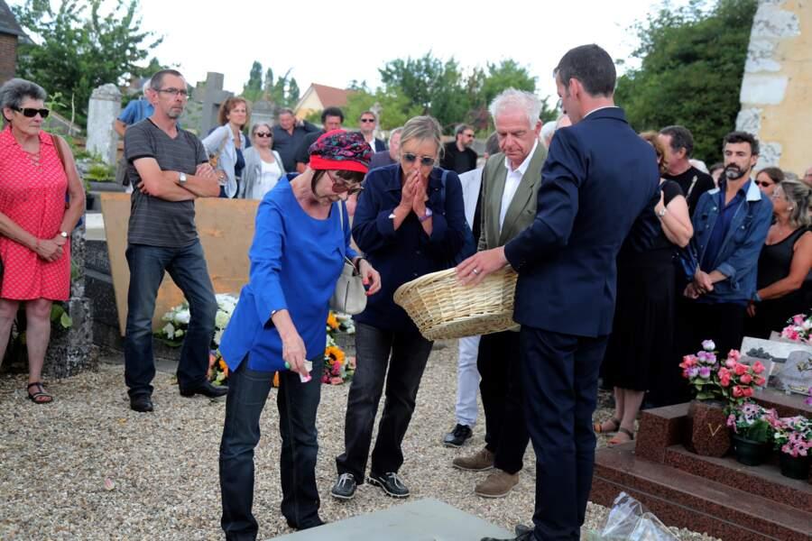 Ariane avec Dorothée et Jacky aux obsèques de François Corbier au cimetière de Serez, le 5 juillet 2018.