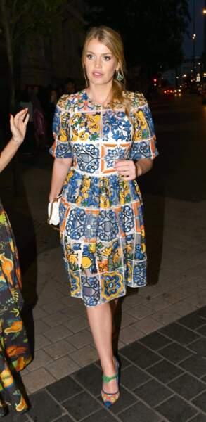 Lady Kitty Spencer ne rate pas une soirée londonienne toujours en Dolce & Gabbana