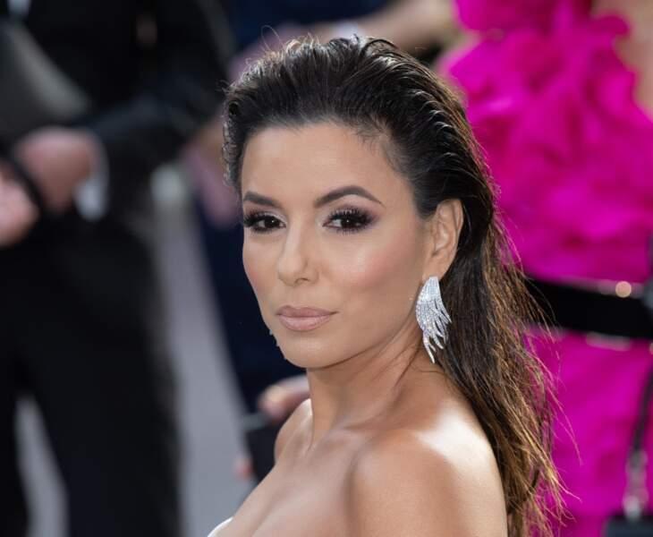 Eva Longoria maitrise le wet look, hyper sexy sur cheveux lachés
