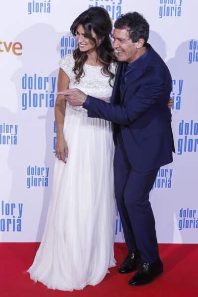 Penelope Cruz et Antonio Banderas très élégants partagent l'affiche du film Douleur et peine