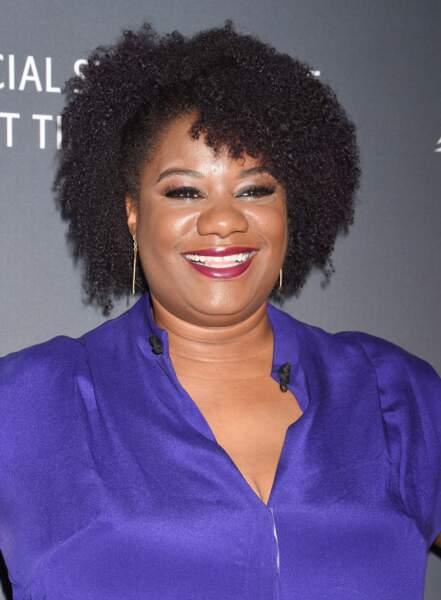 Cheveux afro mi-longs pour l'actrice de Orange Is the New Black, Adrienne C. Moore.