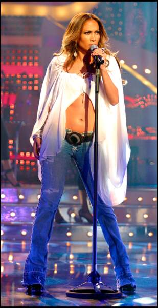 Jennifer Lopez affiche depuis toujours ses abdos sur scène
