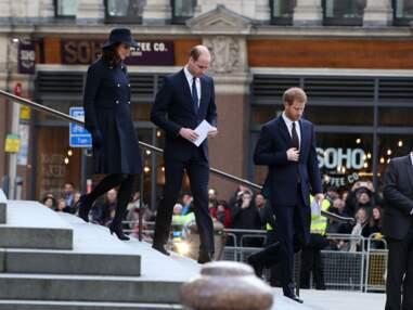 Kate Middleton, chic et sobre en manteau, chapeau et gants assortis