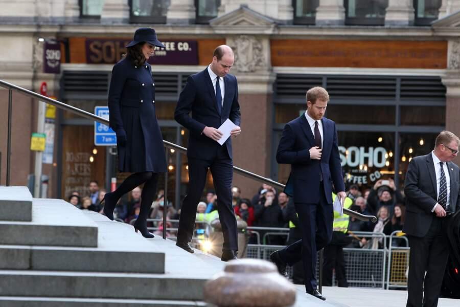 Kate Middleton, William et Harry, tous les trois chics et sobres