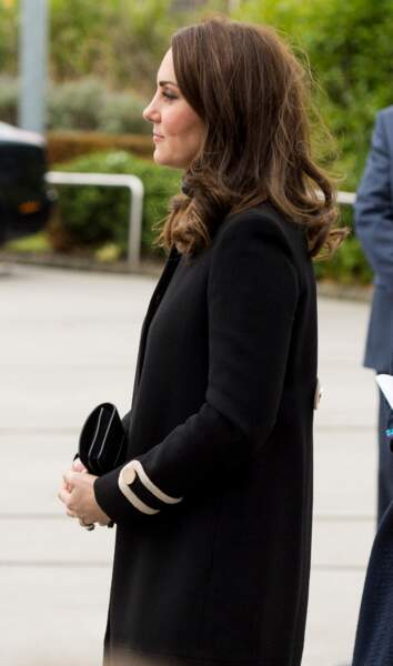 Kate Middleton visite l'usine automobile Jaguar Land Rover Solihull à Birmingham, Royaume Uni, le 22 novembre 2017.