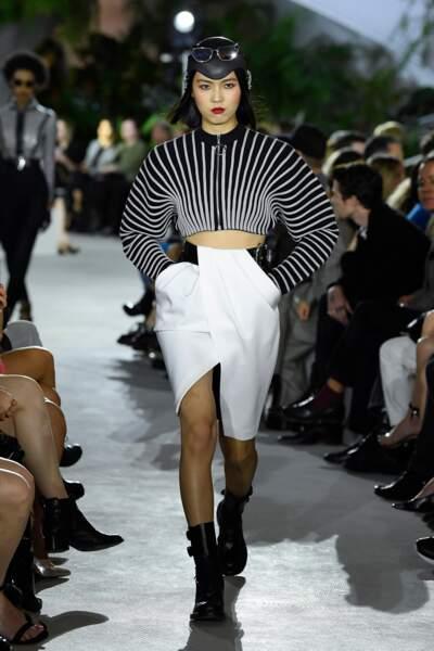 Le casque en vinyle est l'accessoire phare du défilé Croisière 2020 Louis Vuitton.