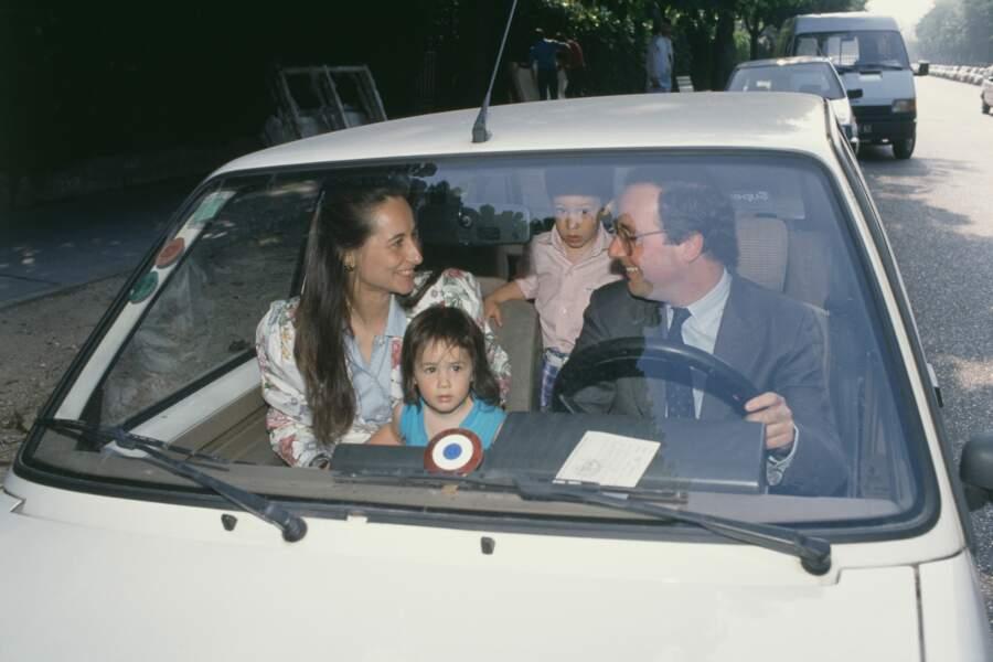 Ségolène Royal et François Hollande en famille avec leur fils Thomas et leur fille Clémence, le 17 Juin 1988