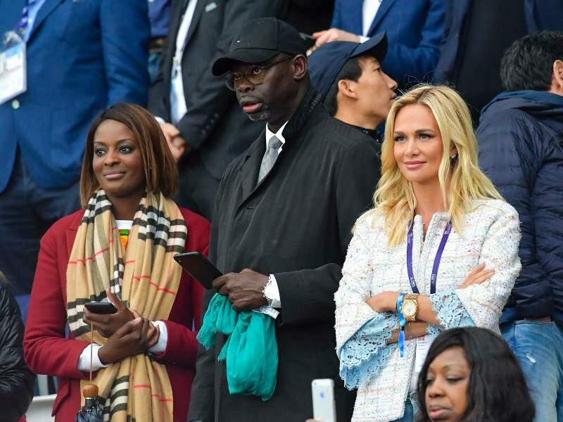 Victoria Lopyreva au côté du journaliste sportif Sylvère-Henry Cissé.