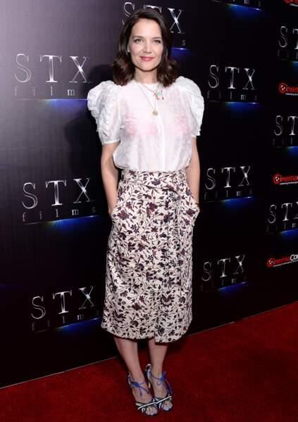 Katie Holmes porte un ensemble Ulla Johnson dont cette jupe fendue et fleurie à 375 $