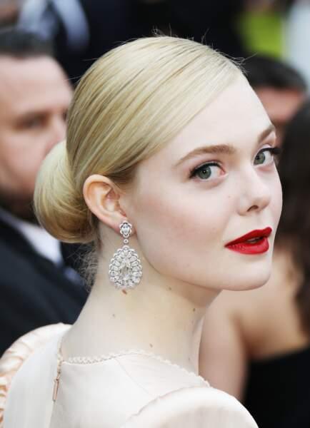 """Le chignon romantique de Elle Fanning à la première de """"The Dead Don't Die"""" le 14 mai 2019 à Cannes"""
